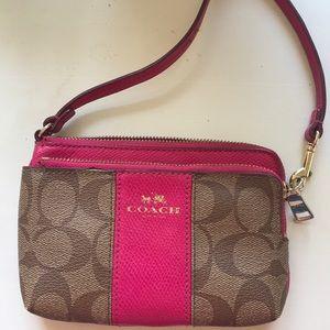 Coach signature c leather wristlet wallet pink